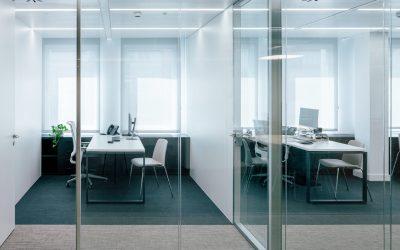 Reinventa tu despacho con las mamparas divisorias para oficinas